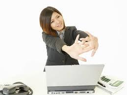 10 cách xả stress ngay tại bàn làm việc